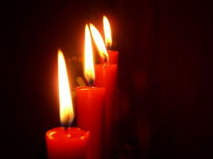 Red_Candles_FORWEB